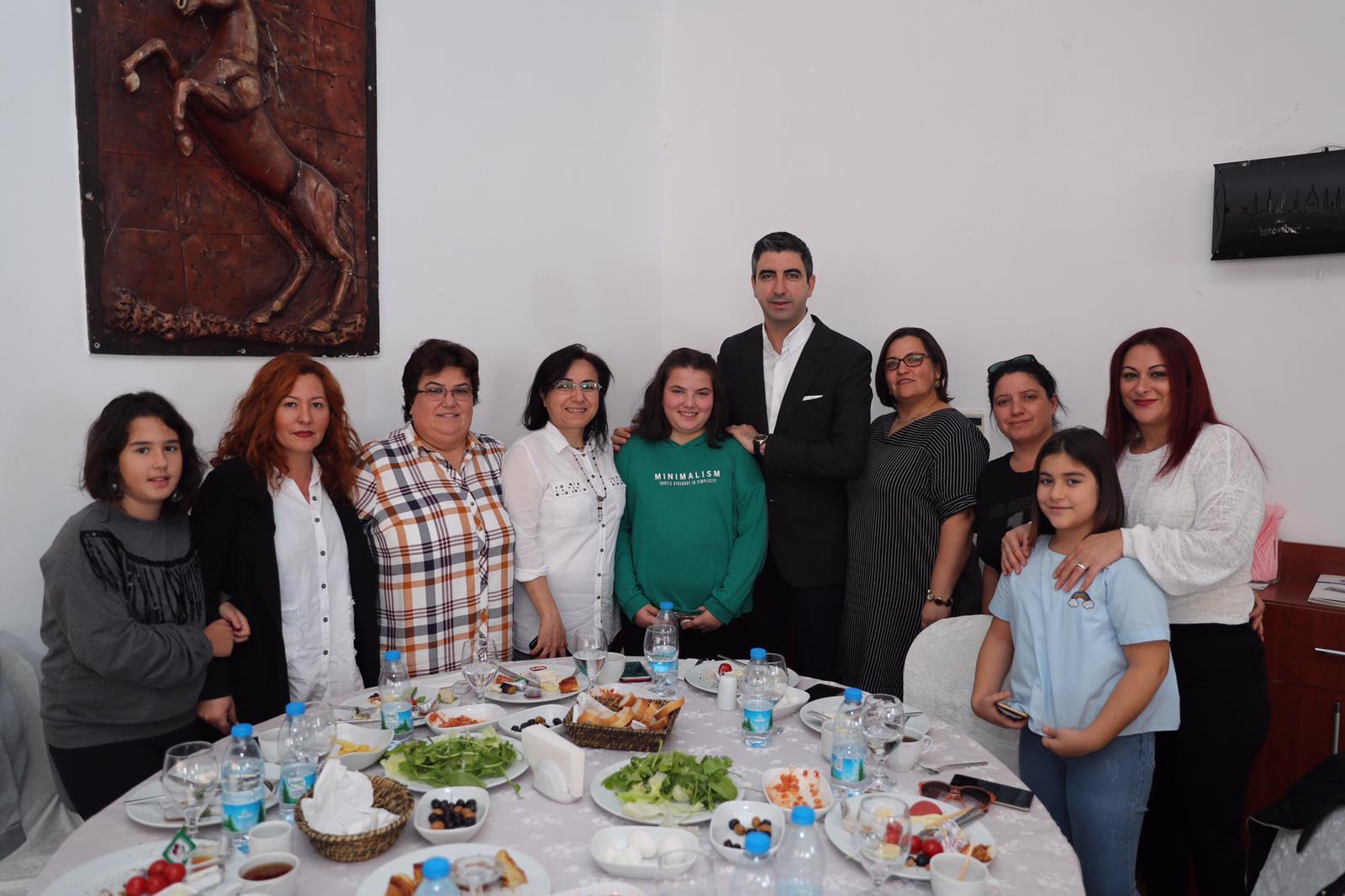 Başkan Gökhan Yüksel, okul aile birliği başkanı velilerle bir araya geldi